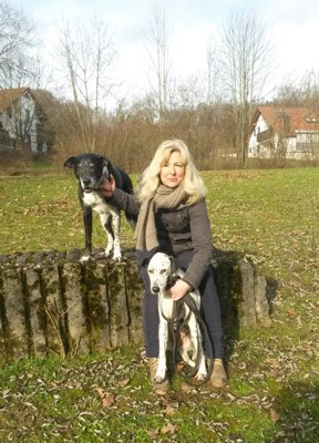 Susanne Furkert, staatlich anerkannte Physiotherapeutin, ShenDo Shiatsu Lehrerin, Therapeutin für osteopathische Hundetherapie und Physiotherapie  www.zurueck-ins-hundeglueck.de